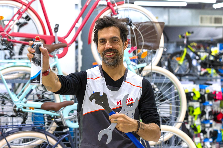 Emmanuel Massabova : Technicien Atelier Decathlon Aquaboulevard (Paris), rattaché au Service Client