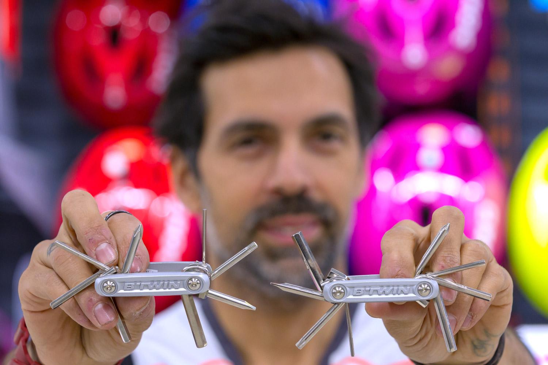 Emmanuel Massabova : Ce petit outil me permet de réparer tout un vélo
